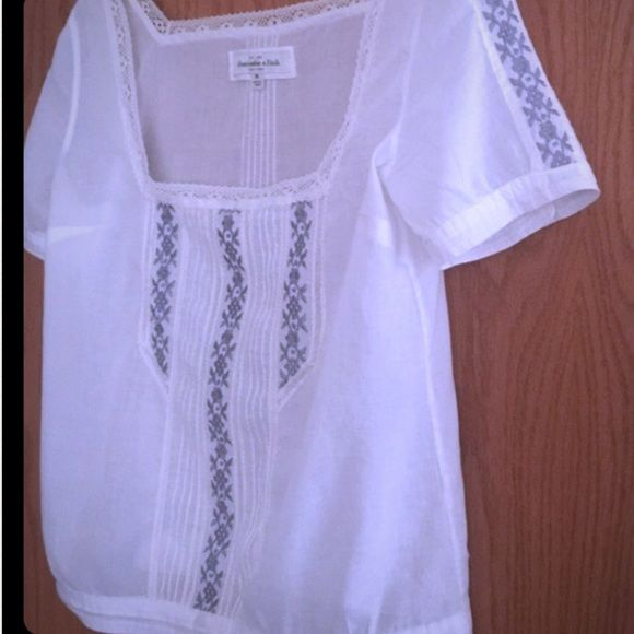 Abercrombie & Fitch Very cute blouse. Lace. Cotton. Abercrombie & Fitch Tops Blouses