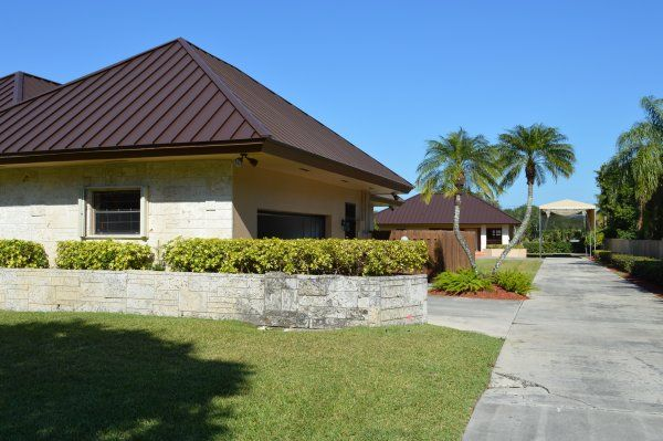 Best This Kendall Fl Roof Just Received An Exquisite Standing 640 x 480