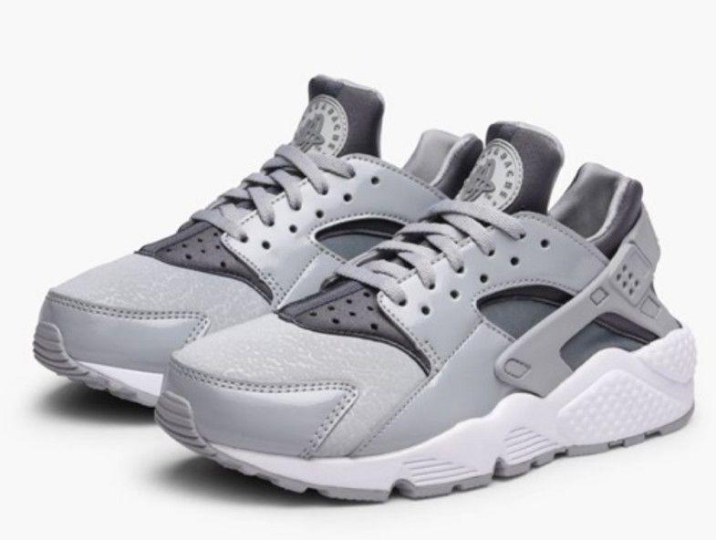 purchase cheap cc036 7c107 Nike Women s Air Huarache Run Athletic Snickers Running Training Shoes Size  5.5  Nike  LowTop
