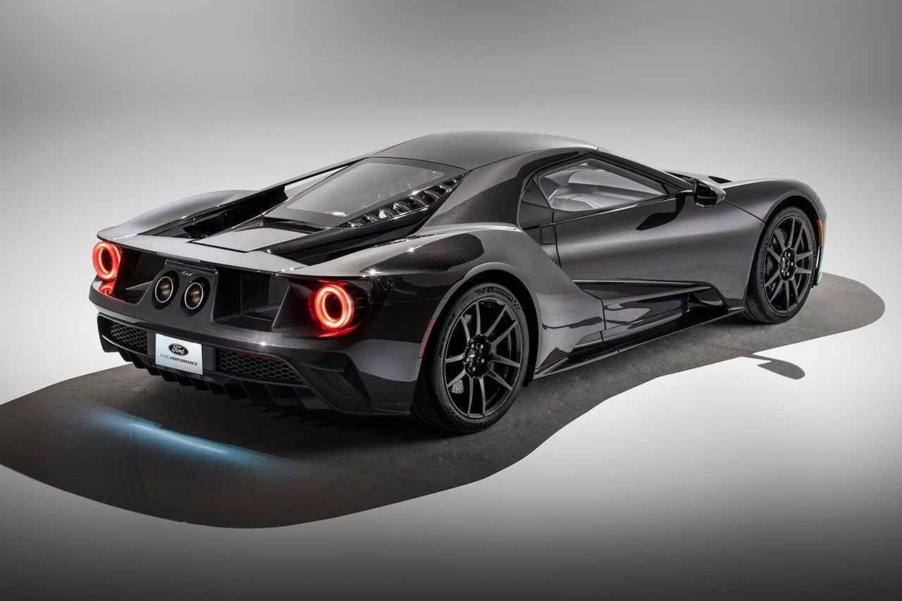 Ford Unveils 750k Usd Liquid Carbon Fiber Gt In 2020 Ford Gt Super Cars Ford