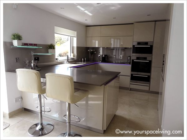 schuller kitchen in gala champagne