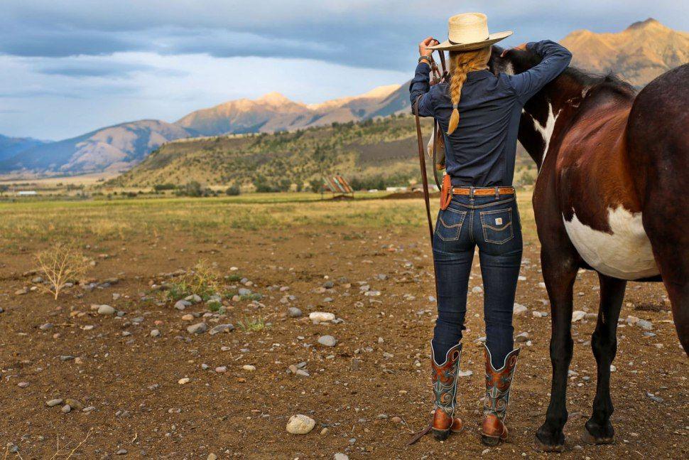 Women Of The Wild West Ranch Wear Horses Western