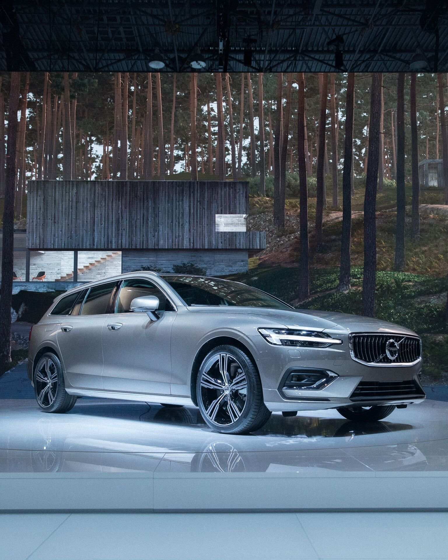 The New Volvo V60 Welcome To A New Generation Of Elegance Sport And Versatility Volvo Cars Volvo Volvo V60