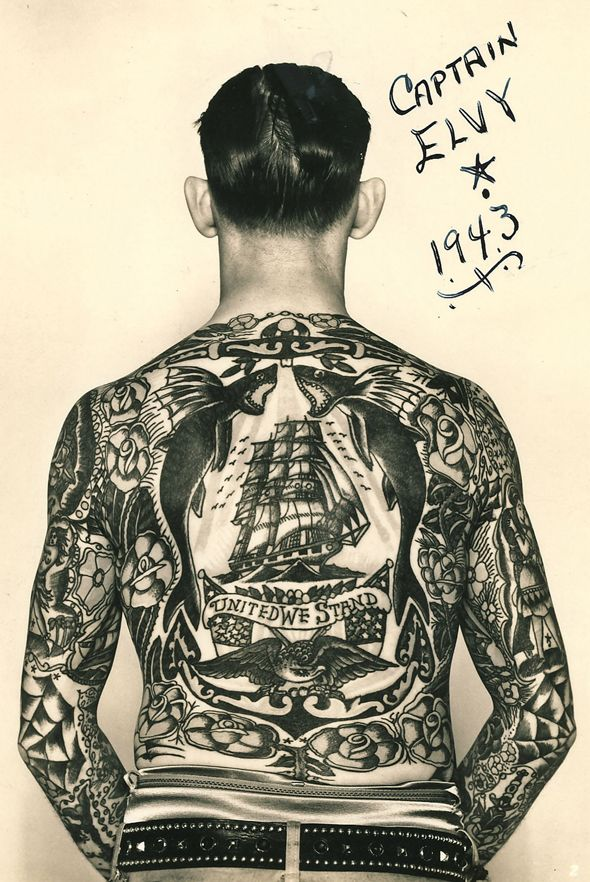 tatouage dos homme vintage capitaine elvy