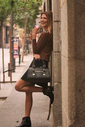 Fotografiamos a Laura Sánchez con el segundo look que ha elegido para este otoño muy apropiado para ... - Copyright © 2014 Hearst Magazines, S.L.