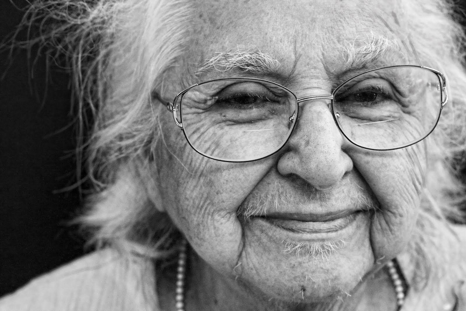 Картинка старушка женщина девушка девочка, открытки мамам картинки
