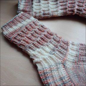 Photo of Die schiefe Socke von Pisa (deutschsprachige Anleitung) www.ravelry.com/… 60 G…