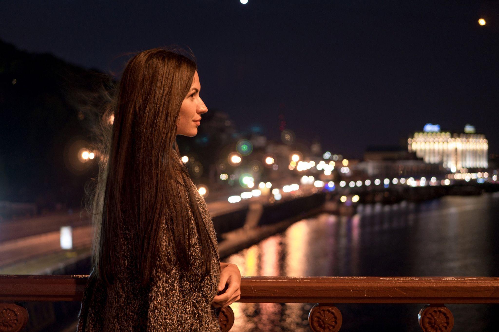 Ночное фото с девушкой