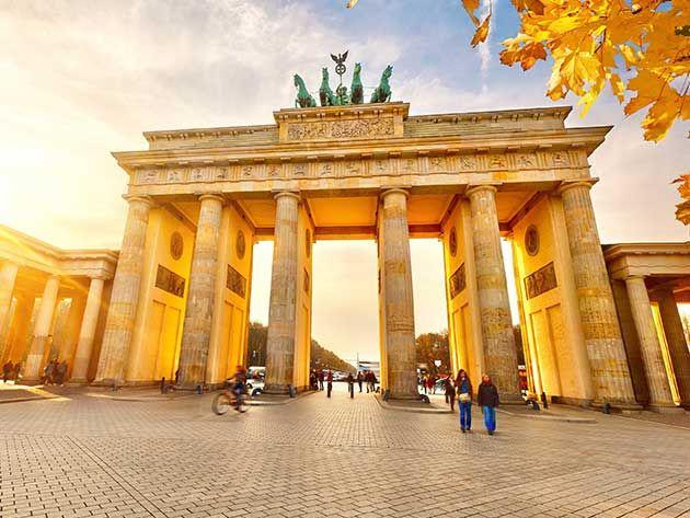 دروازه براندنبورگ نماد صلح و اتحاد در برلین Cheap Places To Travel Germany Vacation Best Places To Travel