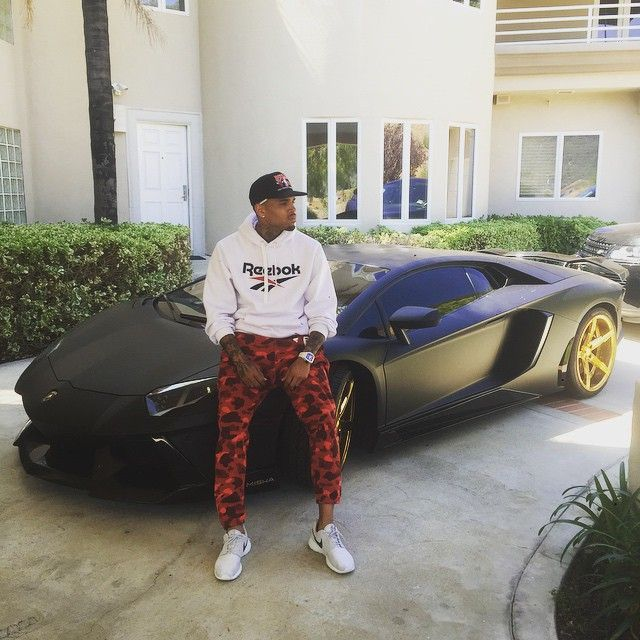 ... adidas Yeezy 350 Boost Chris Brown wearing Nike Roshe Run ... 1cac2e9af621
