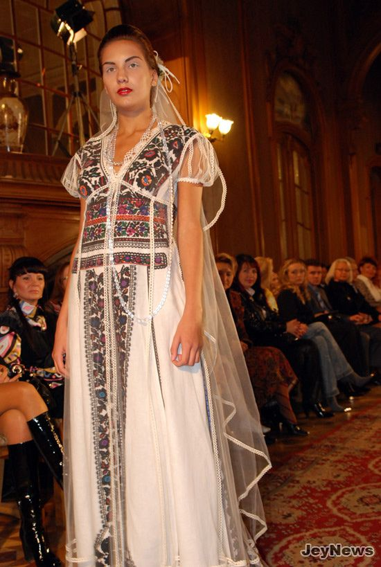 embroidered wedding dress in Ukrainian ethnic style  c0b32d2b1a2bd