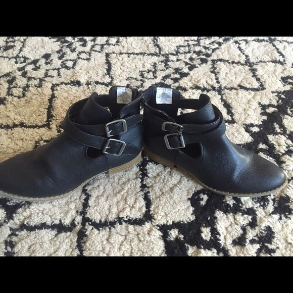 Black boots size 7 similar to Jeffrey Campbell These have only been worn a handful of times. Zipper back closure. Similar to Jeffrey Campbell but from Old Navy.      THESE ARE NOT JEFFReY CAMPBELL BOOTS. They are old navy just a similar look Old Navy Shoes
