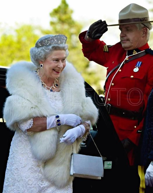 QEII wearing a bracelet made with the original earrings and ring of the Dubai Sapphire suite. She's also wearing the new earrings and the shortened necklace of the same suite and the Kokoshnik tiara.