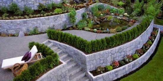 Gartenmauern bauen Natustein-sonnige Terrasse-Liege | Garten ...
