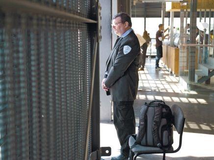 משרדי הממשלה ממשיכים להזמין מכרזי הפסד - קריירה