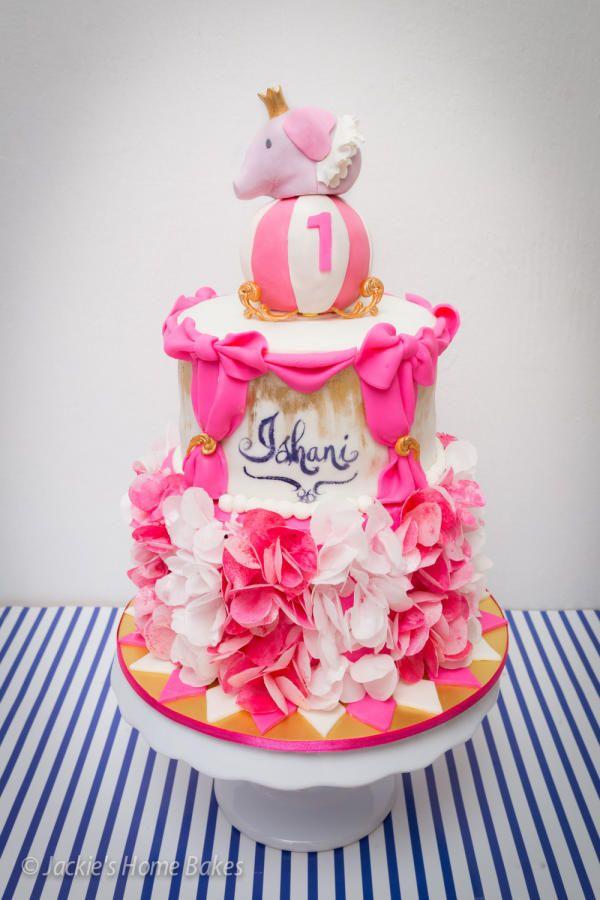 Girly Circus Cake Cake by JackiesHomeBakes zwierzaki Pinterest