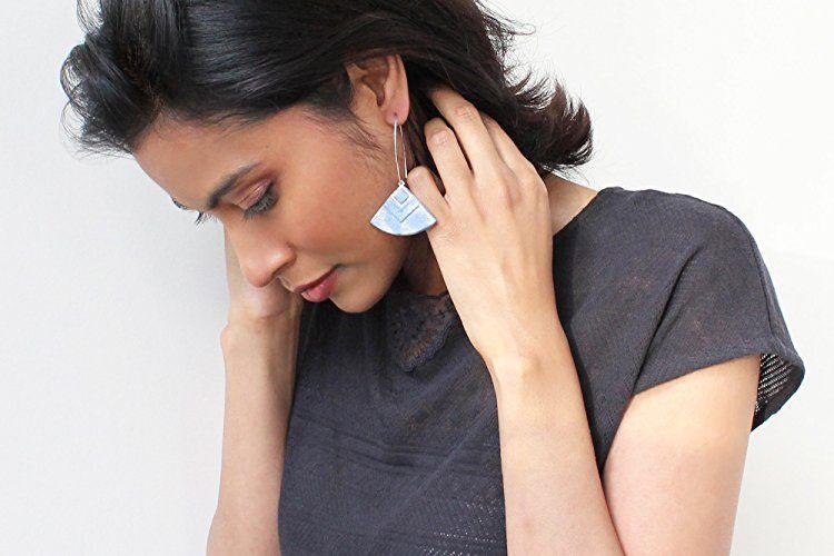 """""""Cléopâtre"""" couleur bleu marbré - boucles d'oreilles pendantes - faits main - métal acier inoxydable anti-allergène"""