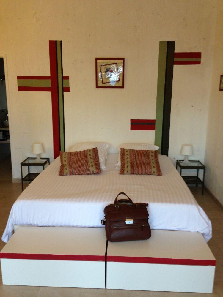 Jérôme est logé dans un gite allant de 2 à 4 personnes avec un grand lit doté d'une literie de très grande qualité...
