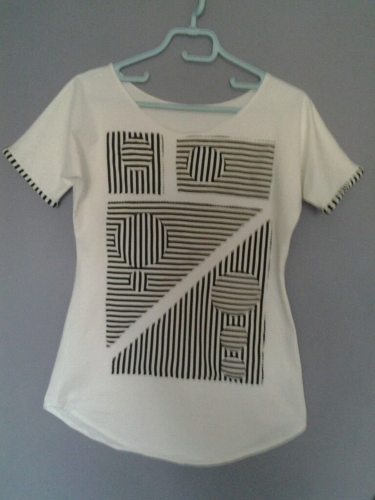 T shirt avec appliqué rayé