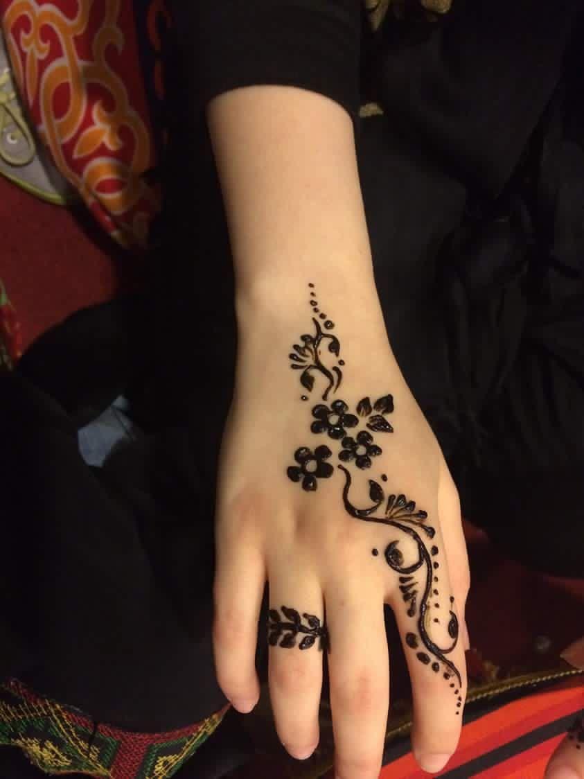 Pin By Mayada On Henna Tattoo Henna Tattoo Designs Simple