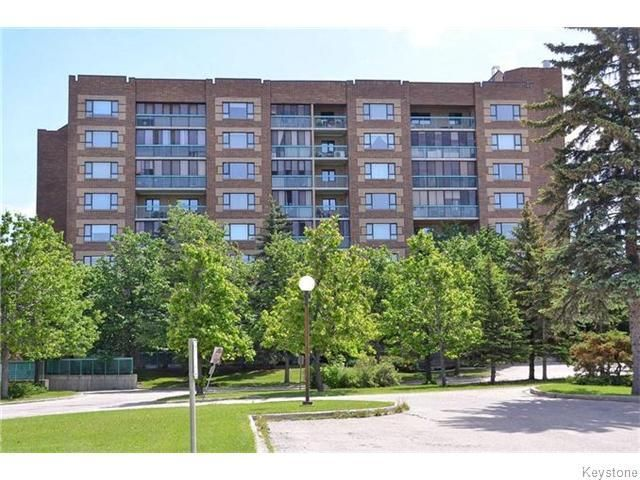 SHOWINGS START FRI JULY 15. 55+ DONWOOD WEST 3RD FLOOR WEST FACING SPACIOUS 841 SQFT ONE BEDRM SUITE WITH ENCLOSED BALCONY/SUNROOM/STORAGE AREA. SOLID CONCRETE CONSTRUCTION HANDICAP ACCESSIBLE BUILDING.