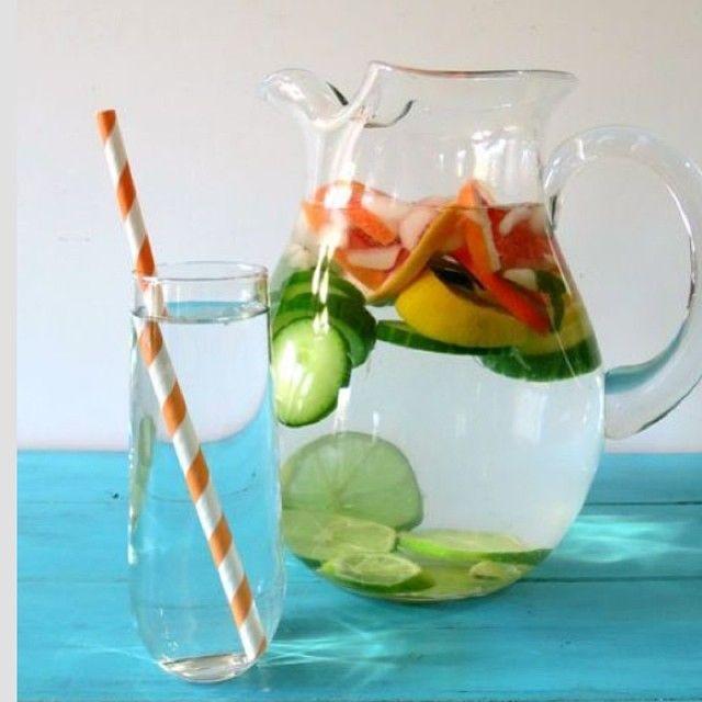 Agua detox para liberar limpiar el cuerpo despues de las vacaciones. 1- 2L de agua 2- 1/2 grapefruit picadito sin concha 3- 2 limones picados en rodajas. 4- 1 taza de pepino picados en rodajas. Colocar en una jarra todos los ingredientes. #detox #healthylifestyle #hogar #2014 #diet #Padgram