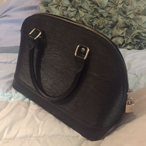 •••GENUINE LEATHER EPI ALMA LOUIS VUITTON PURSE••• •••GENUINE LEATHER EPI ALMA LOUIS VUITTON PURSE, DONT ASK OBVIOUS••• MM SIZE. WORN 3x GREAT INSIDE AND OUT, NO WEAR IN CORNERS OR ON HANDLES. •••ALL OFFERS THROUGH THE OFFER OPTION WELCOME••• Louis Vuitton Bags Shoulder Bags