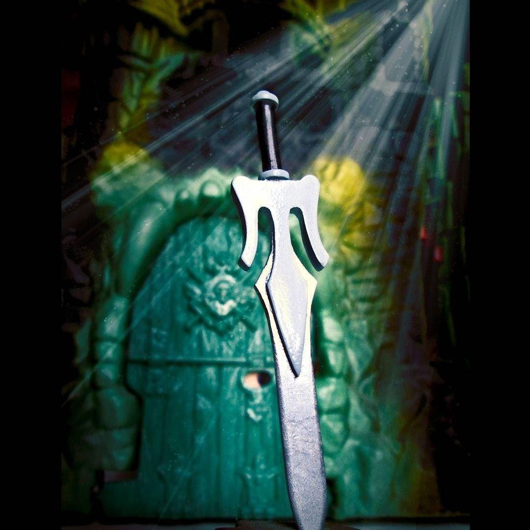 Custom Alcala power sword Mattel style (Dare  #alcala #alfredoalcala #motu #mastersoftheuniverseclassics #mastersoftheuniverse #masters #motuc #motuclassics #powersword #minieternia #barbarian #savage #heman by siegfried666