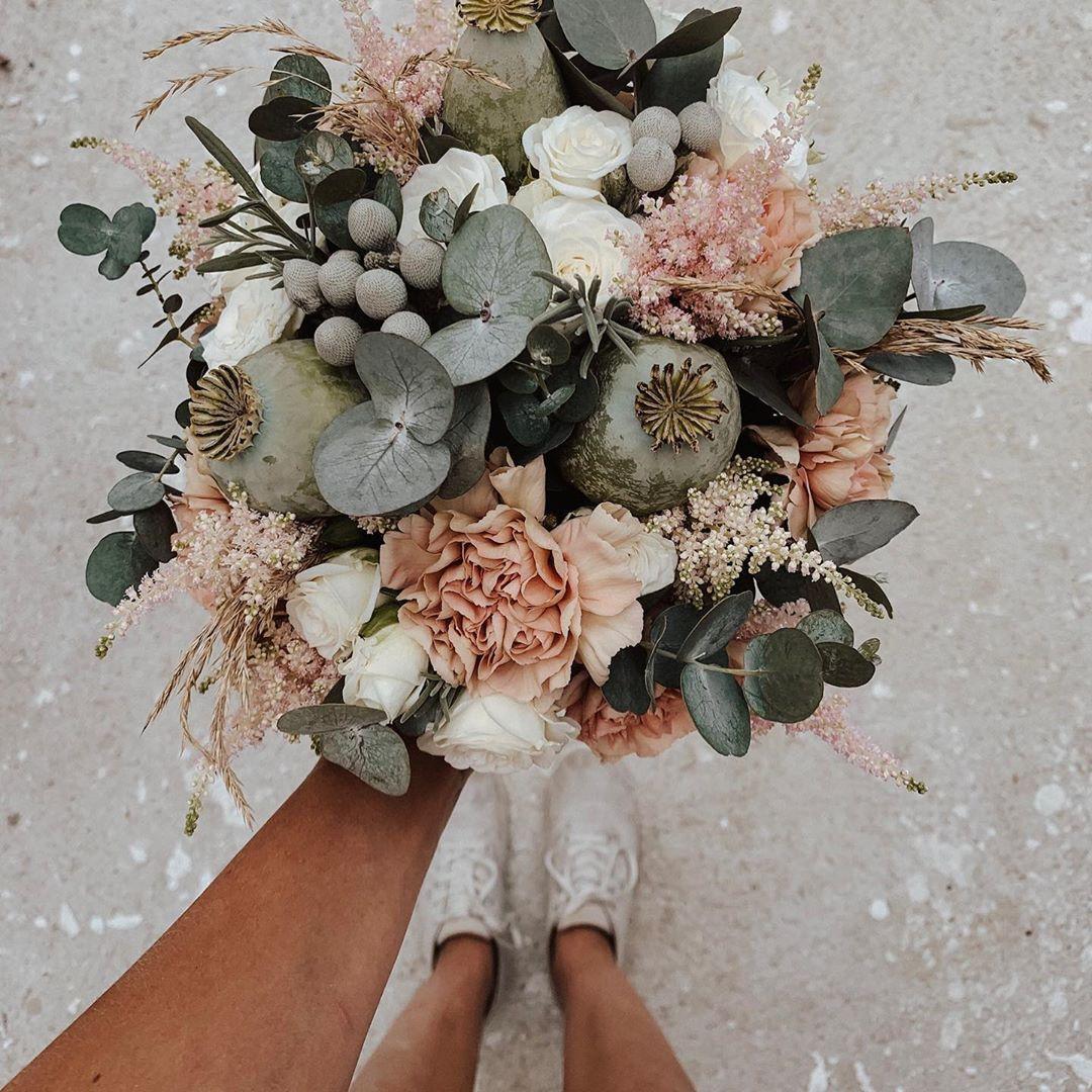 """mach's hübsch on Instagram: """"#Brautstrauß / #august / #2019 . Happy #flowerfriday �� . @deko_denk #eucalyptus #weddingbouquet #flowers #protea #hochzeitsstrauss…"""""""