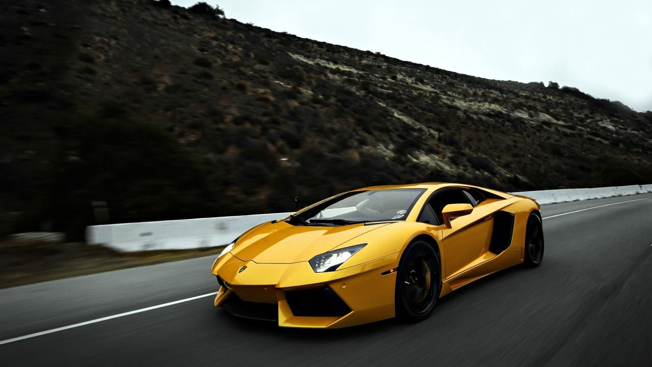 Yellow Color Lamborghini Race Car Wallpaper Captured By Nikon Latestses Of  Full Blue Lair Camera Niko Is Most Famous Company In Manufacturing Of