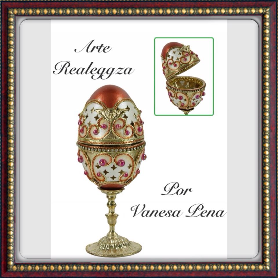 Cofre realizado en huevo de ganso, decorado con hilos dorados y cobre.