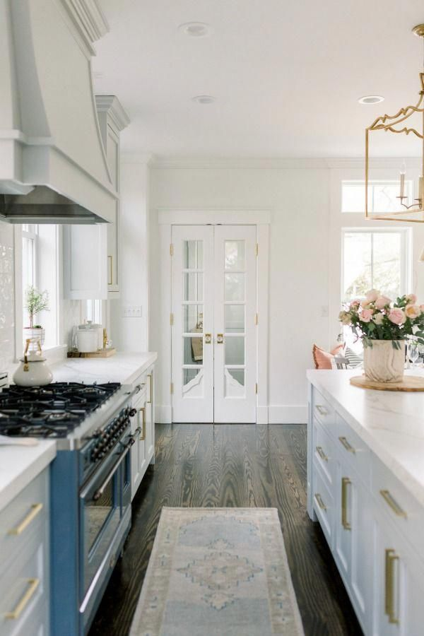 Best Elegant White Farmhouse Kitchen With Benjamin Moore Repose 400 x 300