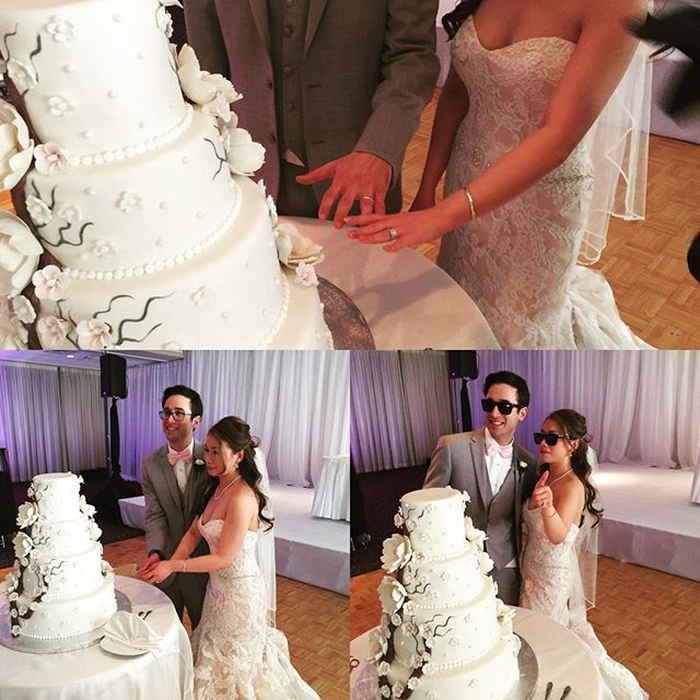 Cut the cake!! #weddingtraditions #cakecutting #countryclub #happycouple #charizmaentertainment #charizmamarz