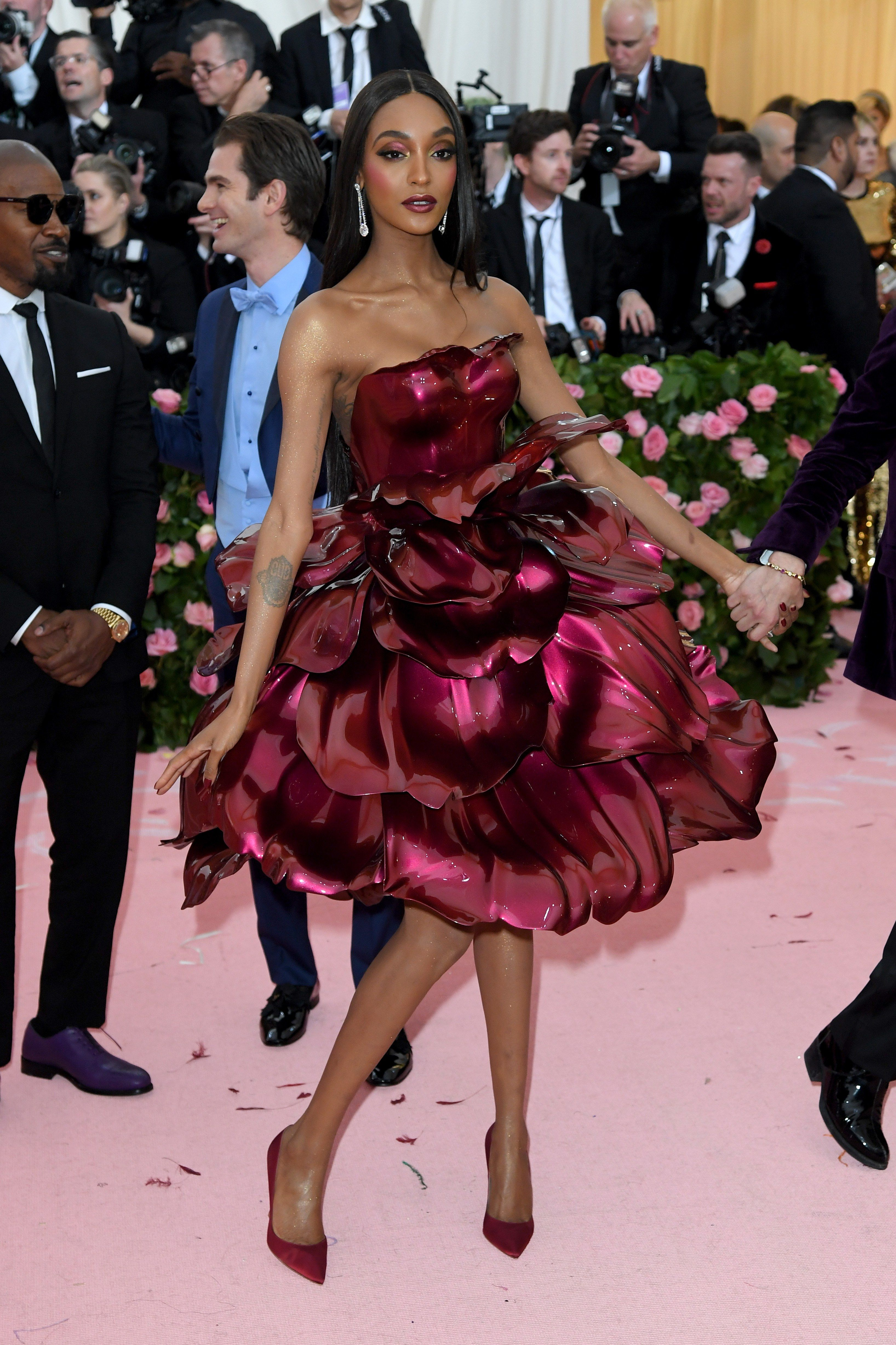 The Most Shocking Beauty Transformations From The Met Gala 2019 Kylie Jenner Bella Hadid And More Met Gala Looks Celebrity Dresses Met Gala