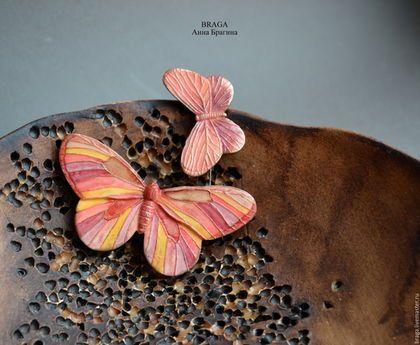 Купить или заказать Брошь бабочка из полимерной глины маленькая. в интернет-магазине на Ярмарке Мастеров. Миниатюрные брошки-бабочки. Мотыльки сделаны из полимерной глины. Хорошо смотрятся сразу по нескольку штук.