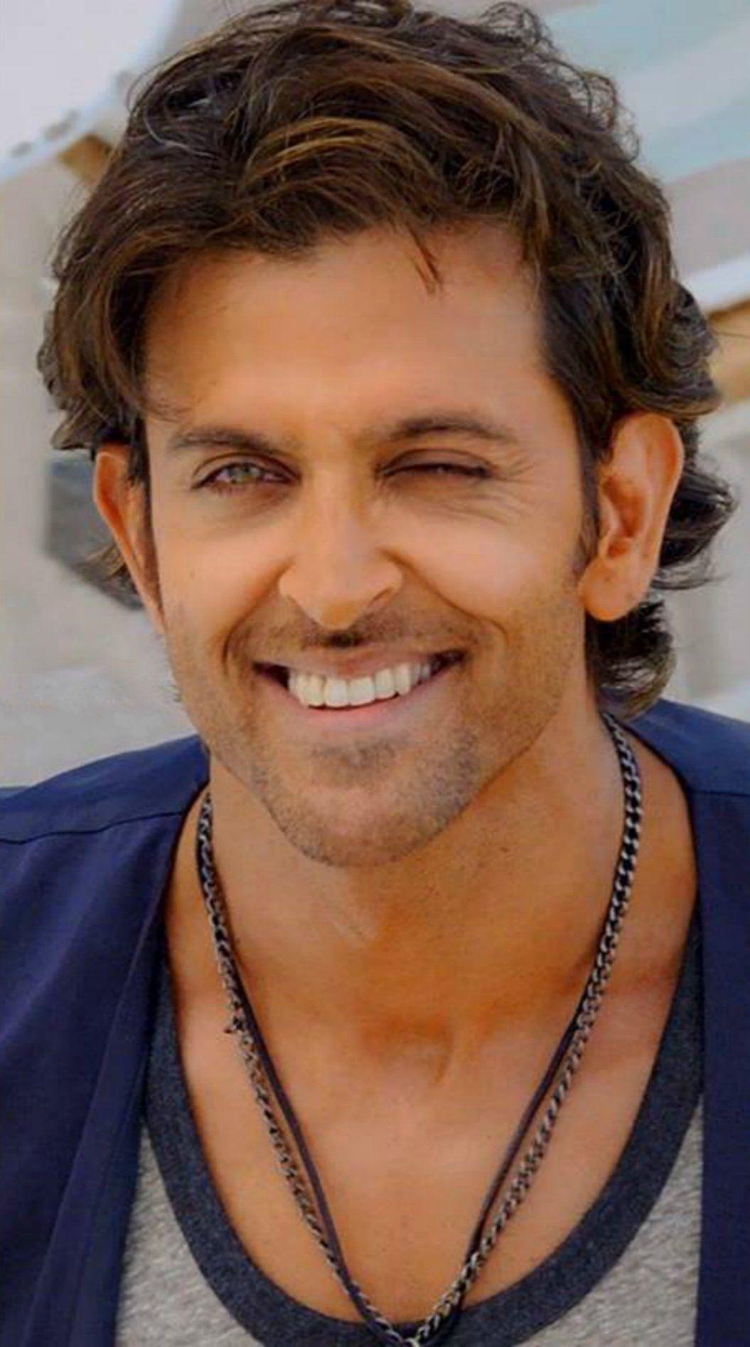 Hrithik Roshan Bighugs Kisseeesss Hrithik Roshan Hairstyle Hrithik Roshan Bollywood Pictures
