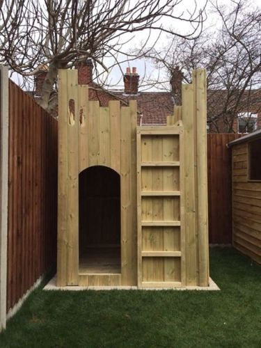Castle wooden playhouse castle wendyhouse garden for Building a wendy house from pallets