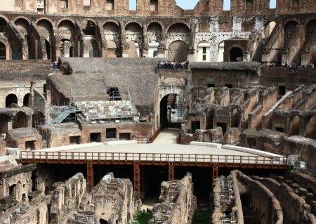Vista Interior Del Coliseo De Roma En La Ciudad Antigua Romana Tips