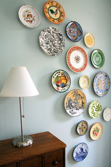 mmmcrafts: corners of my house: foyer plate wall  Plates on wall