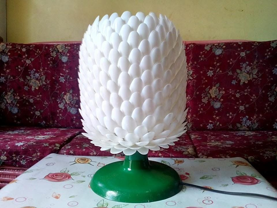 Diy 14 improved table lamp made of plastic spoon from my for Plastic spoon lamp video