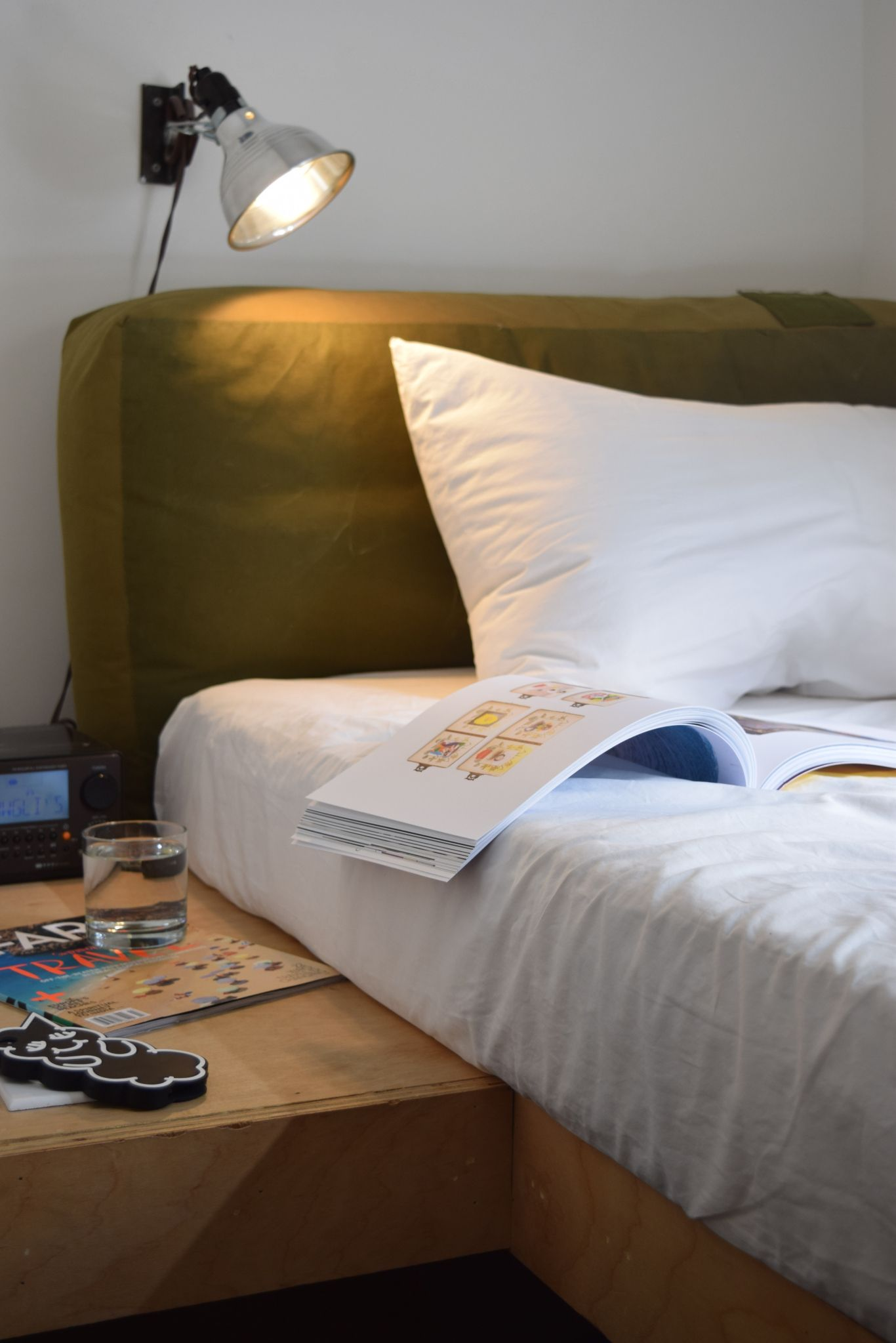 Best Beds For Reading Or Working In Cool Beds Bed Hotel