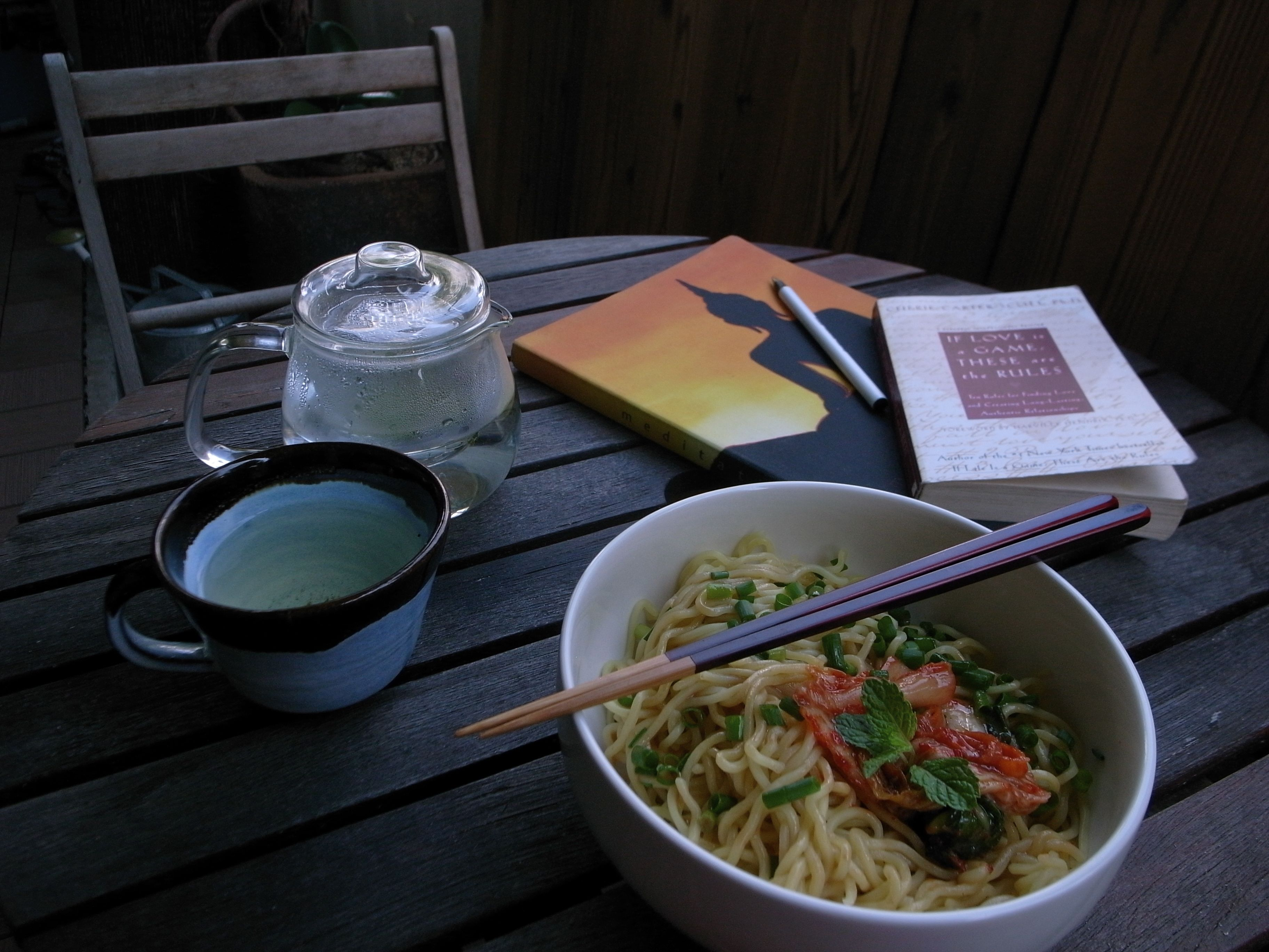 Cold Chinese egg noodles with a goma dare (sesame sauce) served with kimchi, green onions and some mint leaves- the mint leaves gave it a lovely ending.    Next time I make this I am going to try a peanut sesame sauce