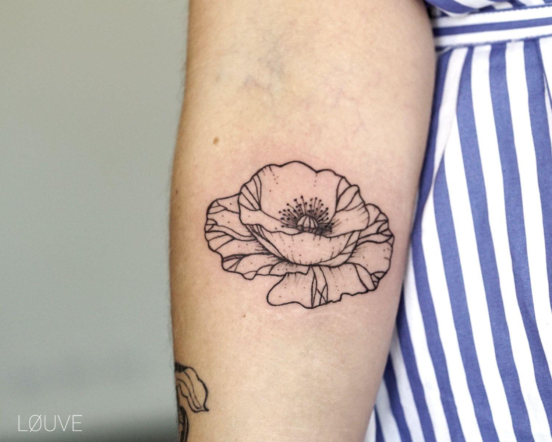 Women's tattoo designs on back petit coquelicot réalisé sur clémence  tattoo apprentice