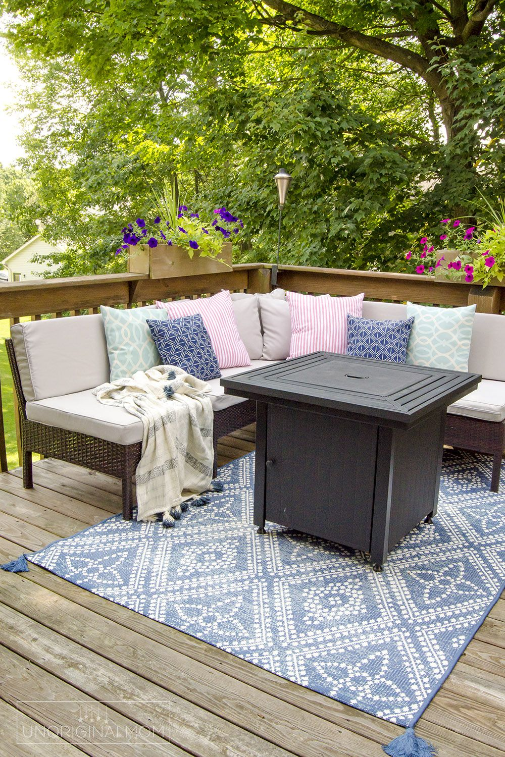 COZY FALL PATIO | Tips for Transitioning Your Space for Fall