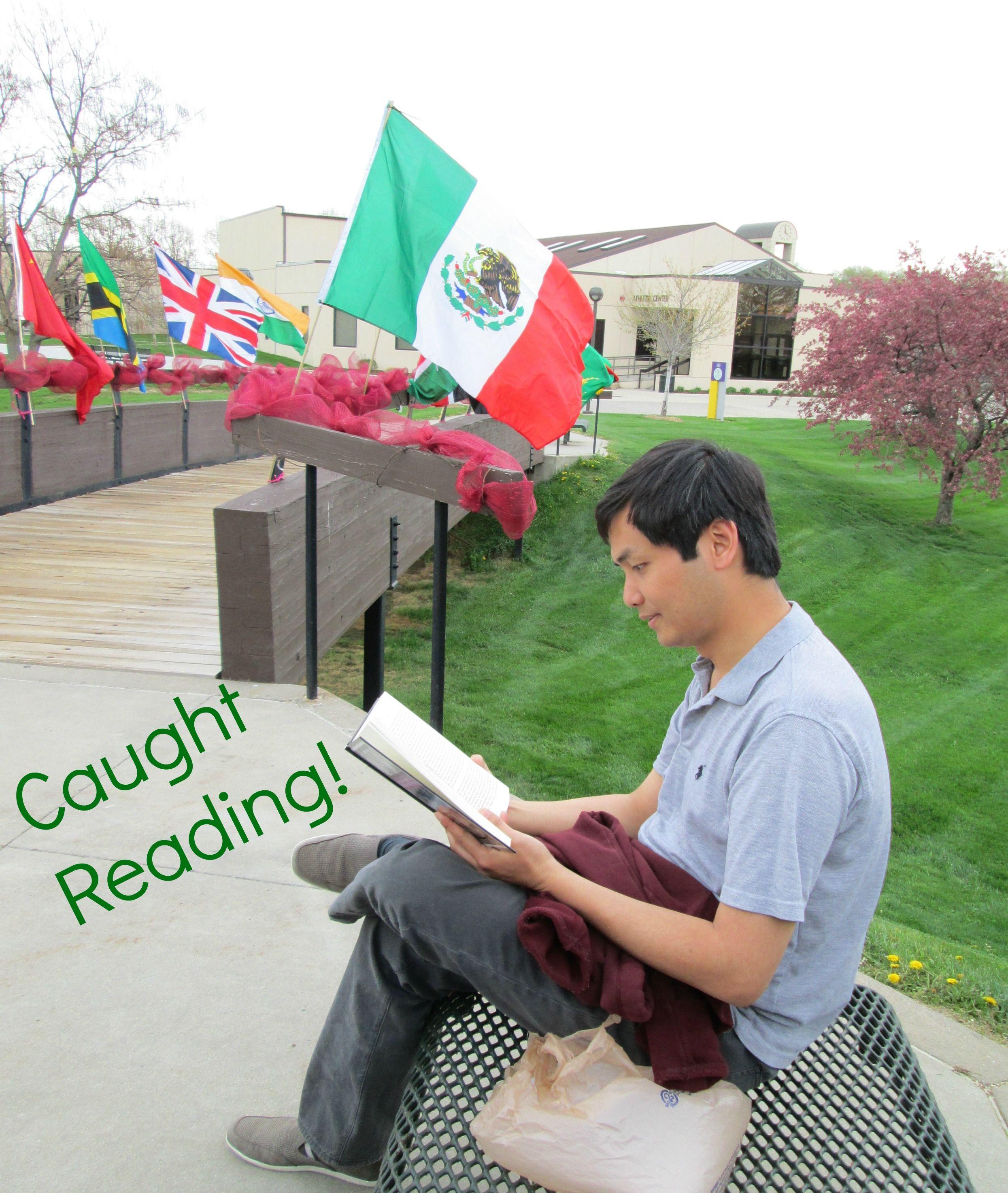 Xiong Lan has been Caught Reading!