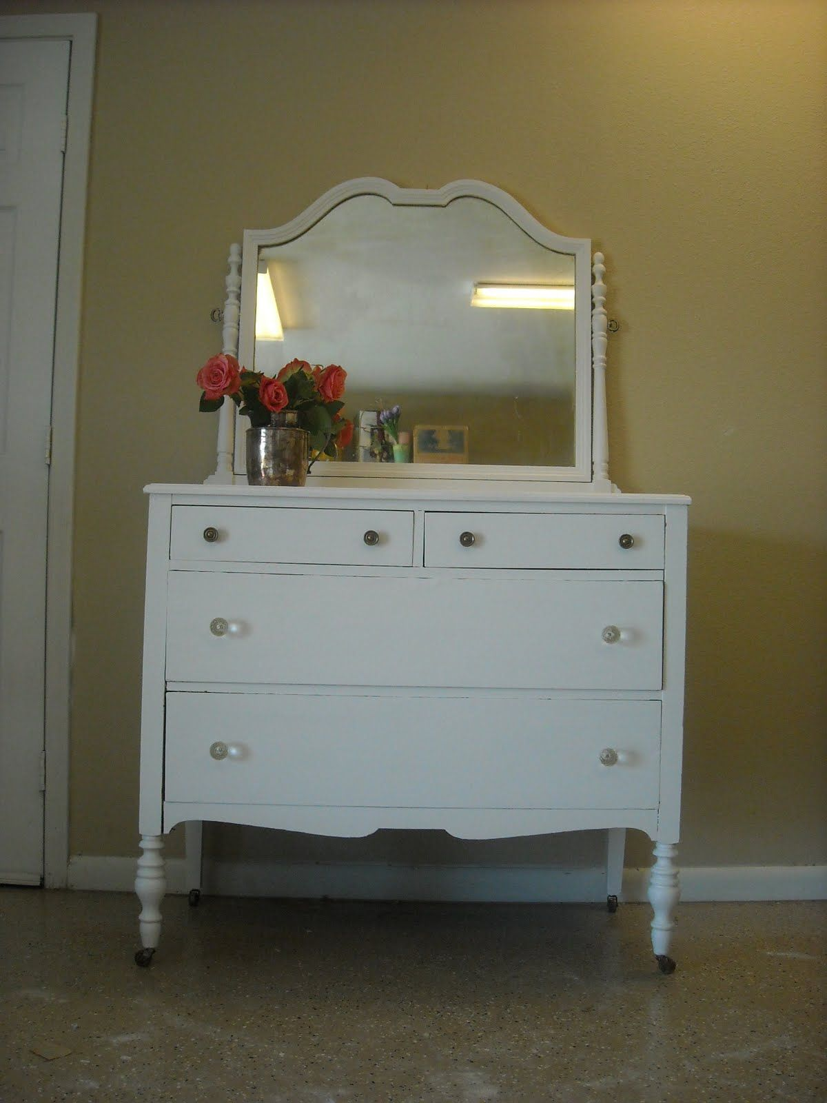Elegant Antique White Dresser Mirror With Four Drawers