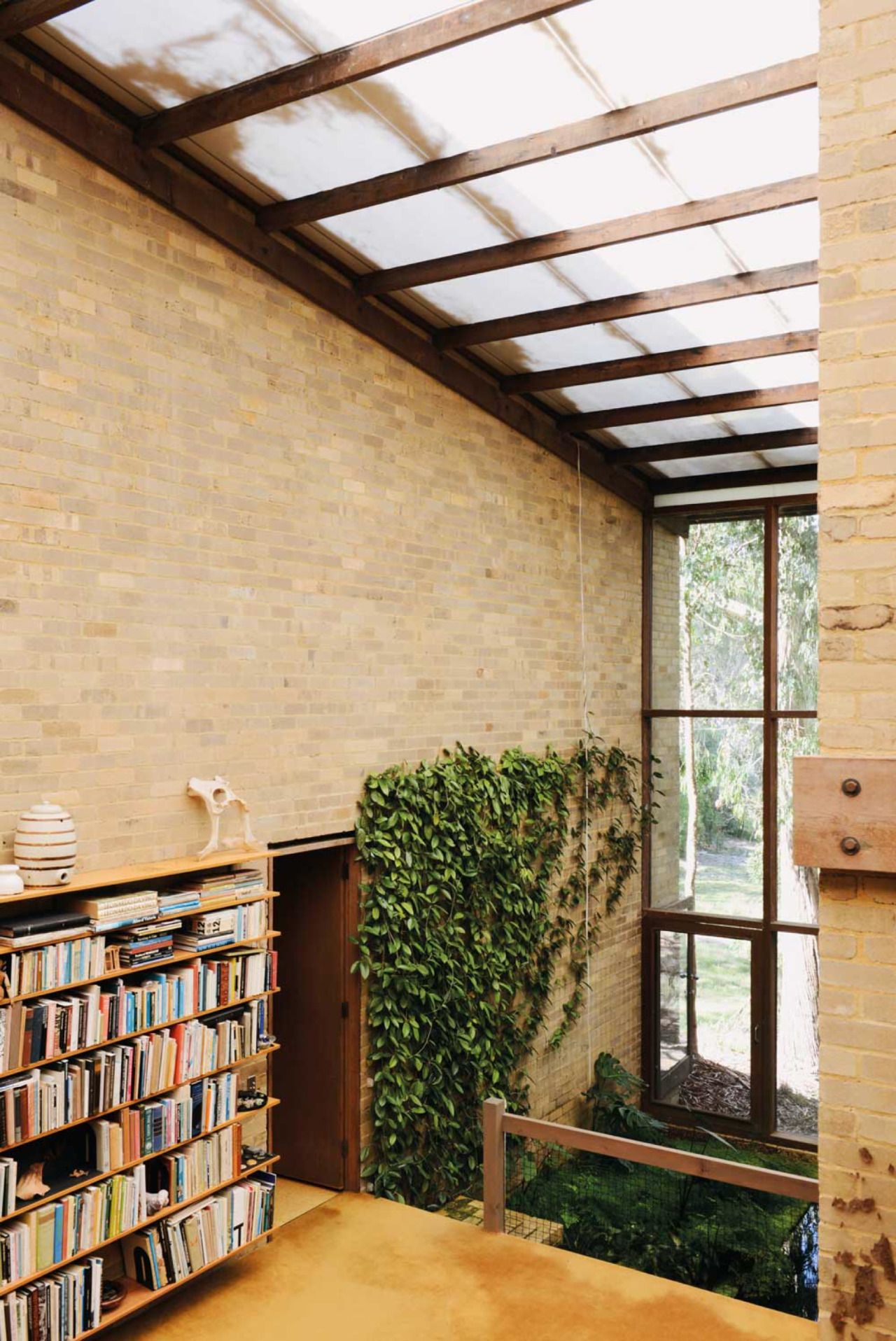 The Featherston House in Ivanhoe, Melbourne, designed by Robin Boyd ...