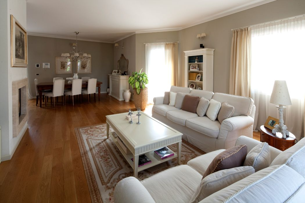 Pareti color tortora casa raffinata soluzioni d 39 arredo for Arredamento classico moderno soggiorno