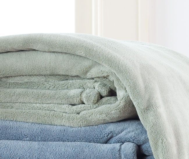 "Oversized & Custom Blankets: Need a big blanket or custom blanket? We've got you covered. All American blankets are available as King and California King size fleece blankets measuring 108"" x 90"" and an extra large king size blanket measuring 120"" x 90"". Our big fleece blankets are sure to meet all your big blanket needs. If our extra large king size fleece blanket isn't enough blanket for you, just give us a call, and we'll custom make any size blanket you need."