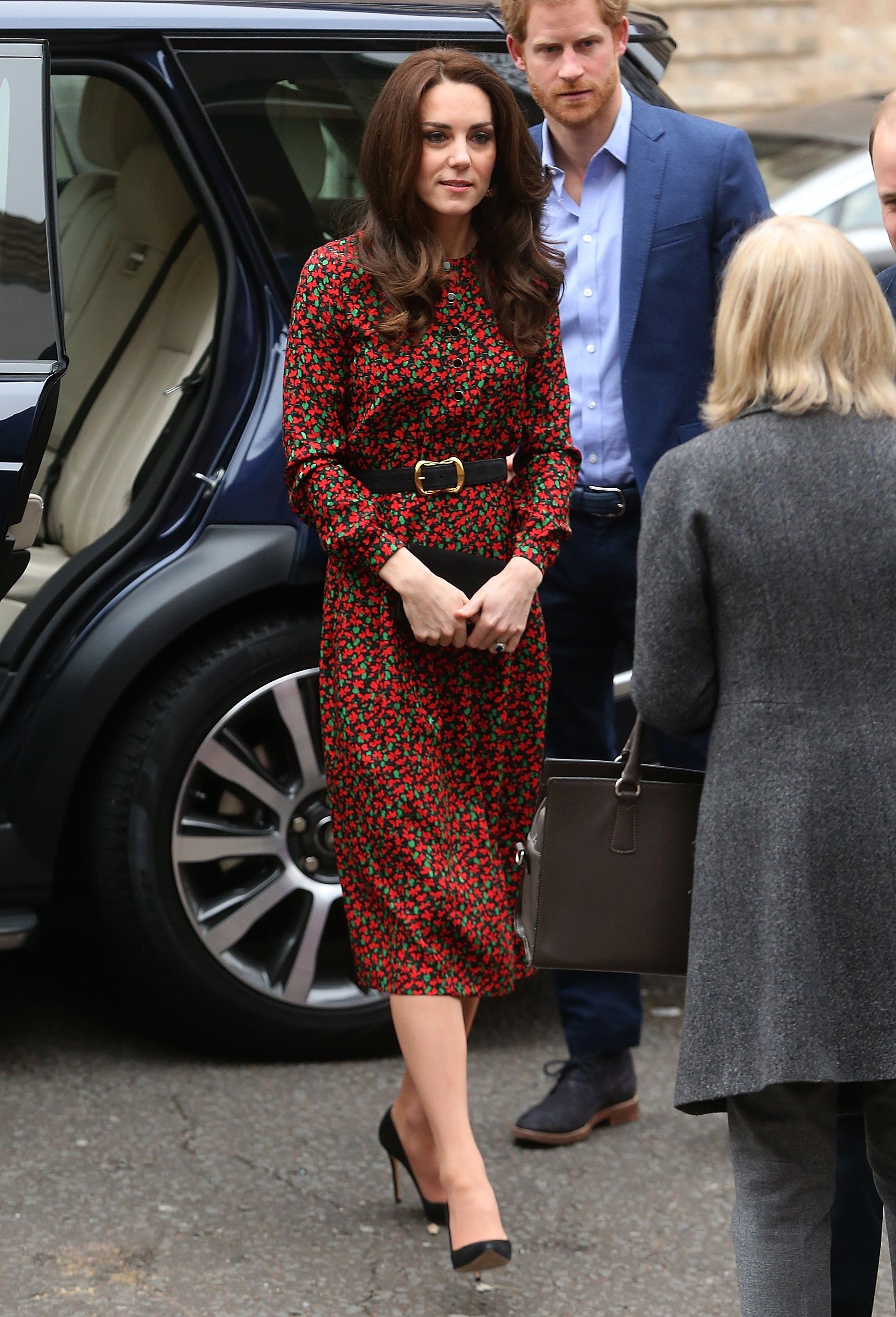 It\'s Not Kate Middleton\'s Dress That Says Christmas, but the Belt ...